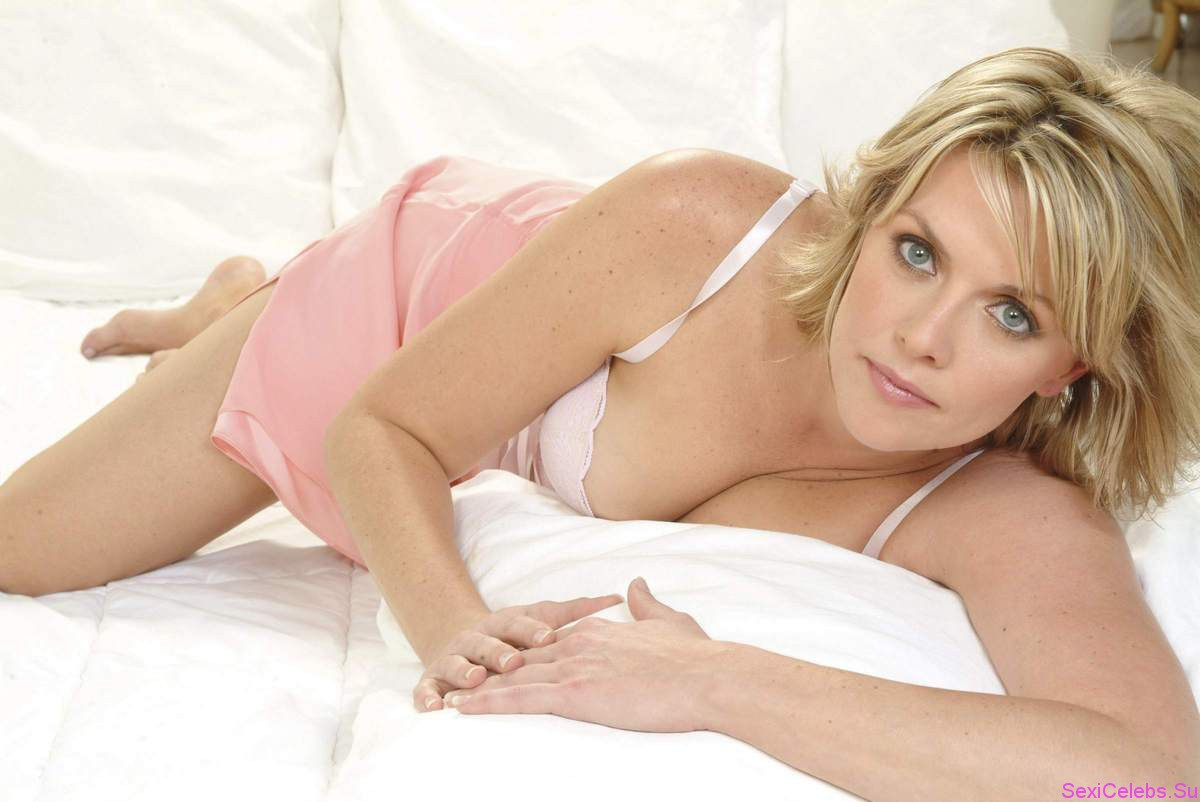 Shower in amanda tapping the