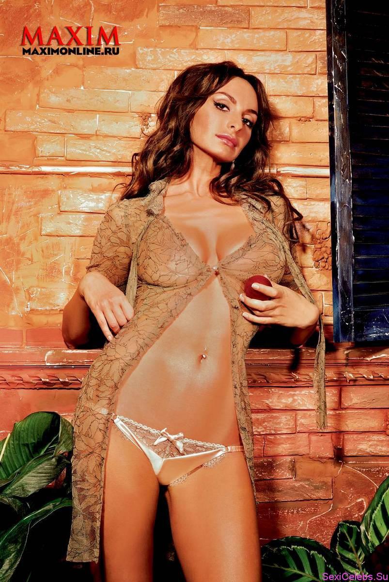 Порно фото девушек из тнт, наклонилась а трусиков нету
